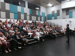 Residents gathered at Albany Creek State High School to hear about the NBN plans for their area.